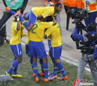图文:巴西VS科特迪瓦 罗比尼奥激动