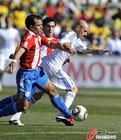 图文:斯洛伐克VS巴拉圭 罗德里格斯硬拉对手