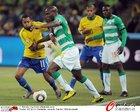 图文:巴西3-1科特迪瓦 罗比尼奥也防守