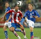 图文:意大利VS巴拉圭 马尔基西奥拿球