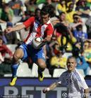 图文:斯洛伐克VS巴拉圭 巴尔德斯勇猛无比