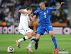 图文:意大利VS新西兰 基耶利尼严防对手