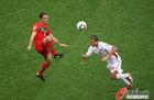 图文:葡萄牙7-0朝鲜 卡瓦略抬脚过高
