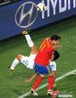 图文:西班牙2-0洪都拉斯 埃斯皮诺萨摔倒