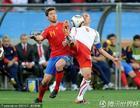 图文:西班牙VS瑞士 阿隆索拼力防守