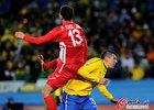 图文:巴西2-1朝鲜 朴哲镇高高跃起