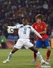图文:西班牙2-0洪都拉斯 苏亚佐手部停球