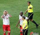 图文:智利VS瑞士 贝赫拉米惨遭罚下