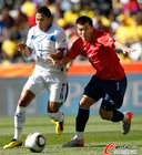 图文:洪都拉斯VS智利 努涅斯梅德尔火拼