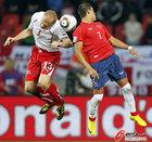 图文:智利1-0瑞士 格里希丁争顶成功