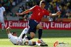 图文:洪都拉斯0-1智利 卡莫纳要摔倒