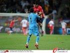 图文:智利1-0瑞士 布拉沃与队友庆祝