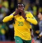 图文:法国1-2南非 库马洛亲吻