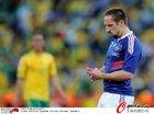 图文:法国1-2南非 里贝里怒视前方