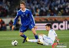 图文:希腊0-2阿根廷 博拉蒂被铲