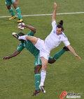 图文:希腊VS尼日利亚 基尔贾克斯跳起