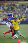 图文:法国1-2南非 皮纳尔跪倒