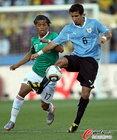 图文:墨西哥VS乌拉圭 维克托里诺防守桑托斯