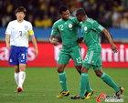 图文:尼日利亚2:2韩国 乌切进球后搞怪表情