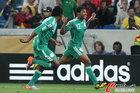 图文:尼日利亚2:2韩国 乌切进球后庆祝