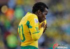 图文:法国1-2南非 库马洛亲吻球衣