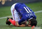 图文:法国1-2南非 吉尼亚克跪倒