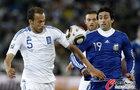 图文:希腊VS阿根廷 米利托寻找机会