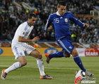 图文:希腊VS阿根廷 奥塔门迪控球