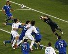 图文:希腊VS阿根廷 罗梅罗双拳出击