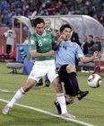 图文:墨西哥VS乌拉圭 卡斯特罗防守