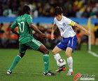 图文:尼日利亚2:2韩国 奥迪亚防守朴智星