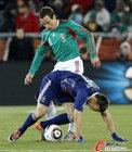 图文:法国VS墨西哥 托拉多紧盯里贝里