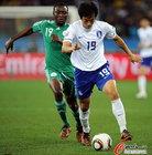 图文:尼日利亚2:2韩国 廉基勋带球突破