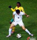 图文:南非0-3乌拉圭 富西莱被严防