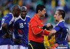 图文:法国1-2南非 里贝里与裁判理论