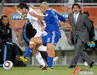 图文:希腊VS阿根廷 贝隆传球受阻