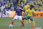 图文:法国1-2南非 里贝里无法转身