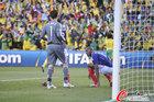 图文:法国1-2南非 洛里斯很失望