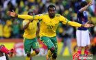 图文:法国1-2南非 库马洛十分兴奋