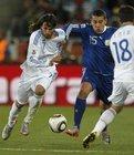 图文:希腊VS阿根廷 奥塔门迪突破