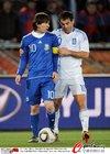 图文:希腊VS阿根廷 梅西与卡拉古尼斯