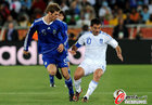 图文:希腊0-2阿根廷 博拉蒂防守