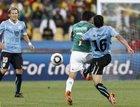 图文:墨西哥VS乌拉圭 巴雷拉带球突破