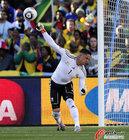 图文:法国1-2南非 约瑟夫斯抛球