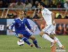 图文:希腊VS阿根廷 克莱门特专注防守