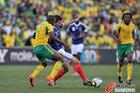 图文:法国1-2南非 莫科纳严防吉尼亚克