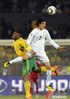 图文:南非0-3乌拉圭 卡瓦尼跳得更高