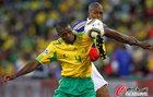 图文:法国VS南非 莫科纳防守西塞