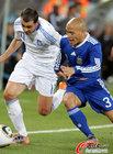 图文:希腊VS阿根廷 克莱门特积极防守