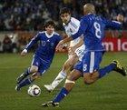 图文:希腊VS阿根廷 贝隆策应梅西